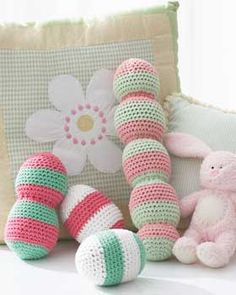 Baby Cakes - Baby Rattles (crochet free pattern) {Bernat}