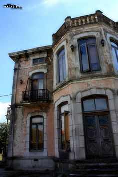 Abandoned Mansion by Nacho Labrador, via Flickr