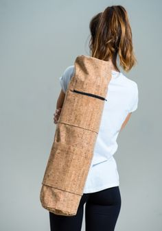 Gym Bags – Cork yoga mat bag – a unique product by lovecuts on DaWanda Sport Matte, Pilates, Yoga Mat Bag, Cork Fabric, Textiles, Bag Making, Leather Backpack, Purses And Bags, Backpacks