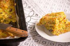Zucchini and carrot slice - a terrific lunchbox staple | Mumlyfe Slow Cooker Recipes, Crockpot Recipes, Cooking Recipes, Cooking Ideas, Zucchini And Carrot Slice, Savoury Slice, Zucchini Fritters, Fruit Slice, Lunch Box Recipes