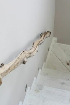 Build railings yourself - strange stair railings made of wood - Handrail build strange wood branch artfully - Wood Handrail, Stair Railing, Railing Ideas, Railing Design, Railings, Wooden Crafts, Wooden Diy, Escalier Design, Grades