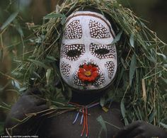 "Surma and Mursi body art Omo Valley, East Africa Photo by Hans Silvester from the book ""Natural Fashion: Tribal Decoration from Africa"" Cara Tribal, Tribal Mode, Estilo Tribal, The Lost World, We Are The World, People Of The World, Out Of Africa, East Africa, Moda Natural"