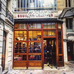 Quick epic dinner in Paris! Thanks for the recommendation @acllet #wheninparis #dinner #foodie #restaurant #travelgram #pic #traveltip