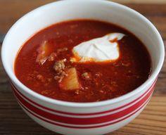 Recept gulasch Weekday Meals, Swedish Recipes, Recipe For Mom, Desert Recipes, Parfait, Stew, Chili, Deserts, Baking