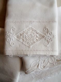 Cabin & Cottage~You can never go wrong, with lovely, crisp white kitchen linens~❥