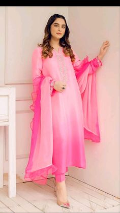 Casual Indian Fashion, Pakistani Fashion Party Wear, Indian Fashion Dresses, Fashion Outfits, Latest Dress Design, Stylish Dress Designs, Designs For Dresses, Beautiful Pakistani Dresses, Pakistani Dresses Casual