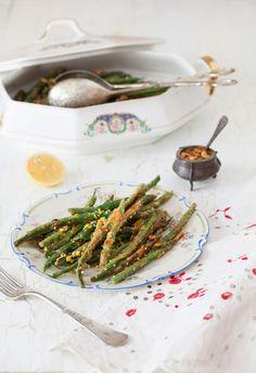 Хрустящие Соте зеленые бобы с семян тыквы, семян конопли и лимоном при приготовлении пищи Melangery