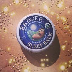 M i r a c l e  Pour toutes celles/ceux qui dorment mal, ce produit est un véritable petit miracle ! #health #natural #vegan #organic #beauty #bio #badger #balm #badgerbalm #sleepbalm #essential #sleep #tips #cute via @gingerwitch_k