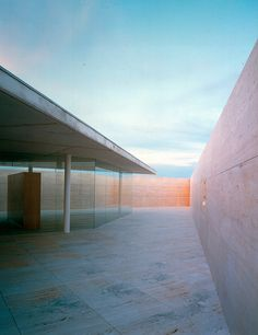 Alberto Campo Baeza / Centre B.I.T. #skyspaces #sky #light #architecture