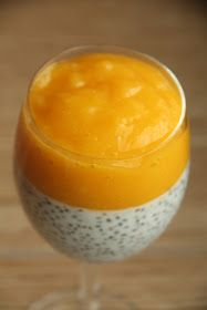 Deser z chia ze słodkim musem z mango Lemon Dessert Recipes, Delicious Desserts, Yummy Food, Kitchen Recipes, Cooking Recipes, Easy Healthy Smoothie Recipes, Healthy Food, Dessert Cups, Chia Pudding