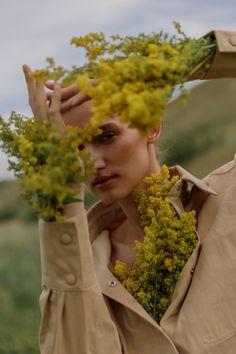 Alina Riabenko Exclusively for Fashion Editorials with Jane Styskun | Fashion Editorials Inna, Countryside Fashion, Dreamy Photography, Fashion Photography Inspiration, Fashion Portfolio, Floral Fashion, Flowers In Hair, Editorial Fashion, Fashion Editorials