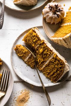 Chai Pumpkin Cake with Maple Browned Butter Frosting - Vegan Cake Delicious Bbq Dessert, Dessert Recipes, Just Desserts, Delicious Desserts, Yummy Food, French Desserts, Fall Desserts, Pumpkin Recipes, Fall Recipes