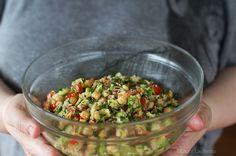 Salata de naut cu avocado Veg Recipes, Cooking Recipes, Food Tasting, Couscous, Guacamole, Salads, Avocado, Food And Drink, Keto