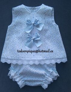 Para pedidos y mas información todoenpique@hotmail.es Little Dresses, Little Girl Dresses, Girls Dresses, Baby Dress Design, Baby Dress Patterns, Baby Suit, Baby Girl Crochet, Baby Hats Knitting, Toddler Fashion