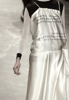 ejakulation: Yohji Yamamoto, S/S 2002 Fashion Details, Unique Fashion, Love Fashion, Fashion Show, Yohji Yamamoto, Japan Fashion, Runway Fashion, Japanese Fashion Designers, Textiles
