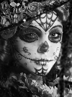 38 Ideas makeup halloween skull day of the dead Sugar Skull Mädchen, Sugar Skull Makeup, Steam Punk, Dead Makeup, Fun Makeup, Body Makeup, Makeup Tools, Day Of The Dead Art, Chicano Art