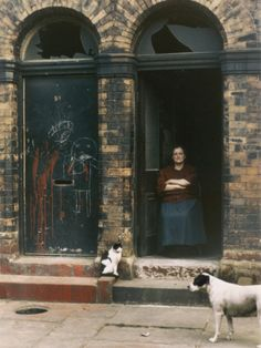Shirley Baker, UK photographer, best known for her street photography and street portraits in working class areas of Greater Manchester Famous Photographers, Street Photographers, Old Pictures, Old Photos, Shirley Baker, Tate Britain, 1960s Britain, Northern England, Street Portrait