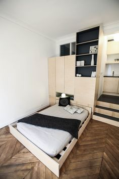** particulier Boule rouge Bed and Storage Small Studio Apartments, Small Apartment Design, Tiny Spaces, Small Rooms, Small Space Living, Living Spaces, Espace Design, Deco Studio, Mini Loft