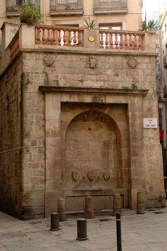 Font de Sant Just. Es del siglo 14. Leyenda dice que el hombre que creé estaba cazando cuando encontró agua donde el fontana está hoy.