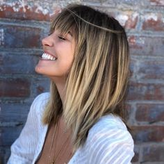 If you want to kick off the New Year with a bold statement, a set of fresh fringe will certainly get the job done. This choppy layered style bystylish Donovan Millsaccessorizes with blunt fringe, making it one of the coolest cuts in the bunch. Balayage Hair, Balayage With Fringe, Blunt Fringe, Hair Cuts Choppy, Choppy Layers, Medium Hair Cuts, Choppy Cut, Medium Hair Styles, Short Hair Styles