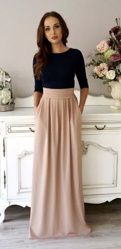 Maxi skirts are excellent for people who wish to truly feel girly but not overly dressy. They are so fun and casual. The maxi skirts is one of the most comfortable wear, therefore, it is the best for Summers. Mode Simple, Mode Chic, Mode Hijab, Mode Inspiration, Fashion Inspiration, Wedding Inspiration, Mode Outfits, Girl Outfits, Women's Dresses
