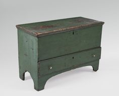 NEW ENGLAND GREEN PAINTED LIFT-TOP BLANKET CHEST WITH DRAWER AND BOOTJACK ENDS.    Height 21 inches, length 30 ¾ inches.