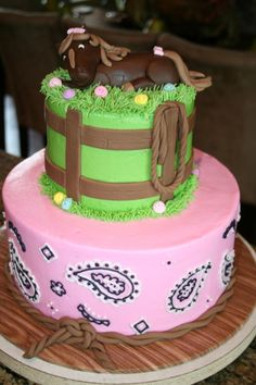 cute horse cake, love the bottom part that looks like a pink hanky design