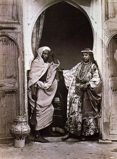 in Century Berber People photographed by: Fred Hardy Old Pictures, Old Photos, Photos Rares, Arabian Nights, African History, African Art, People Of The World, North Africa, World Cultures