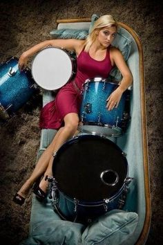 hannah welton-ford Girl Drummer, Female Drummer, Rock Band Photos, Rock Bands, Drums Girl, Music Collage, Vintage Drums, Women Of Rock, Music Pics