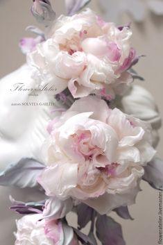 """Dabīgās ādas un zīda ziedi: Matu rota """"Lady Grace"""" Fake Flowers, Diy Flowers, Beautiful Flowers, Wedding Flowers, Wedding Dress, Fabric Flower Pins, Fabric Flower Brooch, Lady Grace, Wafer Paper Flowers"""