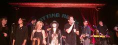 David Duchovny et Gillian Anderson, le fameu duo d'X-Files chantent ensemble sur scène à New York.