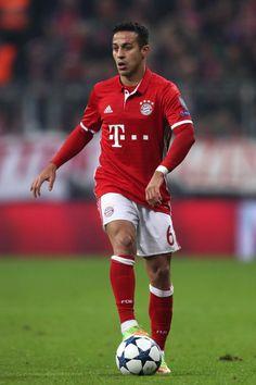 Thiago Alcantara, a favor del Bayern Munich.