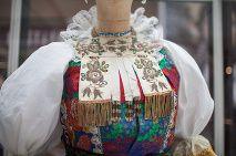 Výstava zbierky slovenských krojov Tamary Šimončíkovej Heribanovej sa niesla v tradičnom duchu
