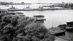 De Pontbrug (ook wel bekend als de hongerbrug) over het IJ in 1945