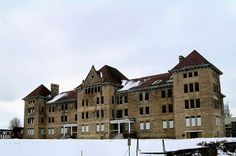 Hospitals are some of the most haunted places in the state. Here are the 10 most haunted Illinois hospitals -- past and present. Haunted Places In Missouri, Haunted Places In California, Places In Florida, Most Haunted Places, Scary Places, Cool Places To Visit, Mysterious Places, Abandoned Asylums, Abandoned Buildings