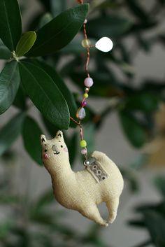 arupaka_5 by happado, via Flickr Cute Llama, Llama Alpaca, Llamas, Peru, Fig, Art Dolls, Fairies, Birds, Sculpture