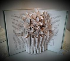Book Page Art, Book Pages, Origami Flower Bouquet, Bouquet Flowers, Book Crafts, Paper Crafts, Book Folding Patterns Free, Book Page Flowers, Book Sculpture
