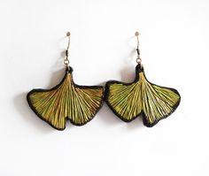 Boucle d'oreille créateur feuille ginko biloba verte et noire