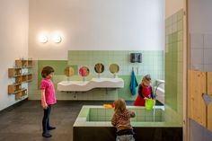 baño proyecto guarderia diseño Espacios Cool para Niños  Guardería en Alemania