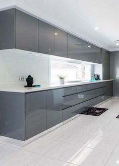 Modern Kitchen Interior The contemporary kitchen borrows tall functionality and streamlined surfaces from the modernist design movement, but its style often incorporates usual Kitchen Room Design, Luxury Kitchen Design, Kitchen Cabinet Design, Home Decor Kitchen, Interior Design Kitchen, Kitchen Ideas, Decorating Kitchen, Kitchen Layout, Design Bathroom
