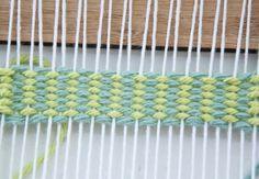 Un semplice tutorial su come intrecciare verticale strisce |  Telaio per tessitura