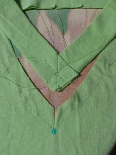 Sewing a t-shirt v-neck band tutorial.