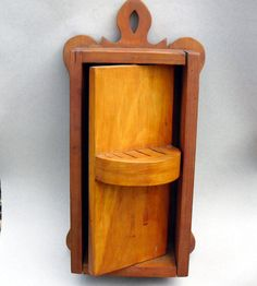 This knife holder is really cool, but would be especially awesome if you could put it between wall studs, like some shelving I've seen. Folk art kitchen knife box with secret compartment by anyoldtime Secret Storage, Gun Storage, Hidden Storage, Storage Ideas, Woodworking Box, Woodworking Furniture, Woodworking Projects, Welding Projects, Hidden Compartments