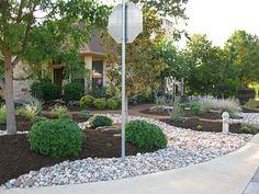Fresh and beauty frontyard landscaping ideas (17)