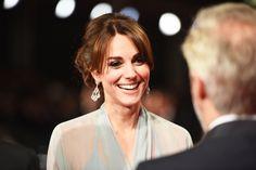 Kate Middleton chega ao tapete vermelho da première de Spectre, novo filme da franquia 007
