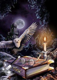 Фото Сова летит к книге по магии на которой лежат очки и волшебная палочка, рядом горит свеча, на фоне замка и полной луны, арт на книги про Гарри Поттера