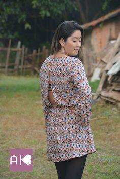 Detalhe das costas do vestido manga longa