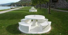Pic nic table made of concrete for public spaces and parks. Parks Furniture, Street Furniture, Outdoor Furniture Sets, Furniture Design, Outdoor Decor, Public Space Design, Public Spaces, Flower Boxes, Stepping Stones