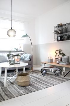 Grau und Mint - Home Decoraiton Simple Living Room, Cozy Living Rooms, Living Room Furniture, Living Room Decor, Small Living, A Table, Scandinavian, Design, Home Decor
