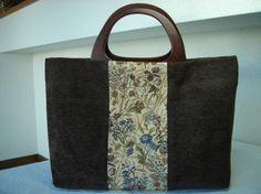 ゴブラン織りとモール素材で秋冬用Bagを作りました。A4サイズが横にすっぽり入ります。持ち手は木製。腕に掛けることも出来ます。 ハンドメイド、手作り、手仕事品の通販・販売・購入ならCreema。